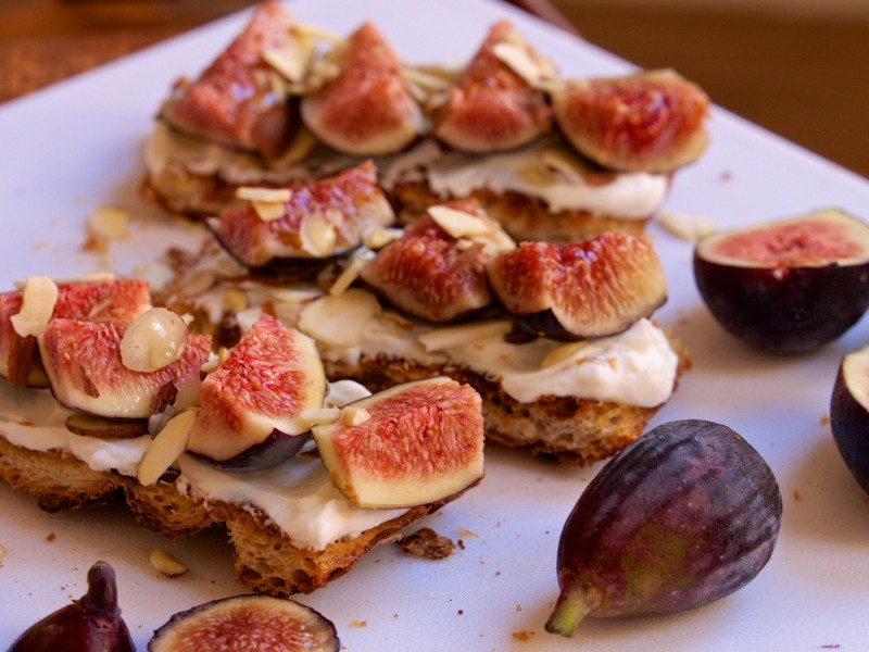 Fig & Greek Yogurt Toasts with Almonds & Honey