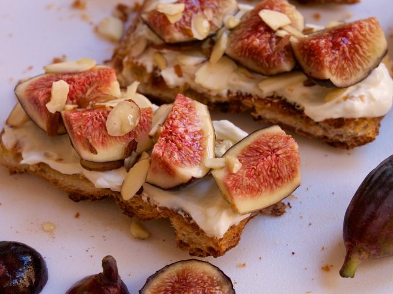 Fig & Greek Yogurt Toast