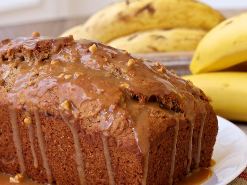 Banana Bread w. PB Glaze